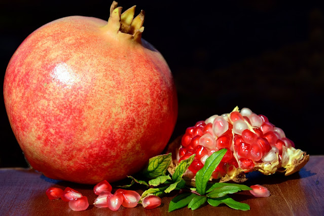 How to tell if pomegranate seeds are bad