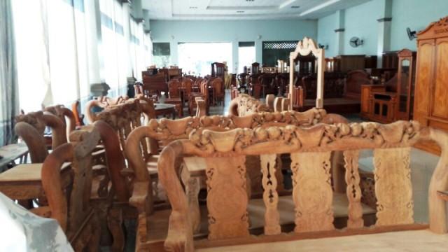 Bên trong Showroom - Biệt thự - Nhà bằng Gỗ Hương mặt tiền quốc lộ 1A trung tâm huyện Trảng Bom Đồng Nai