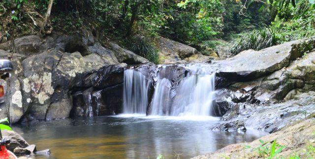 tersimpan atau tersuruk di tengah hutan yang menyimpan ketenangan dan kesederhanaan Air Terjun Lubuk Nginio Yang Tersimpan di Kabupaten Kampar