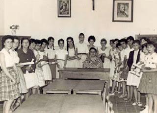 Ángela Ruiz con sus alumnas