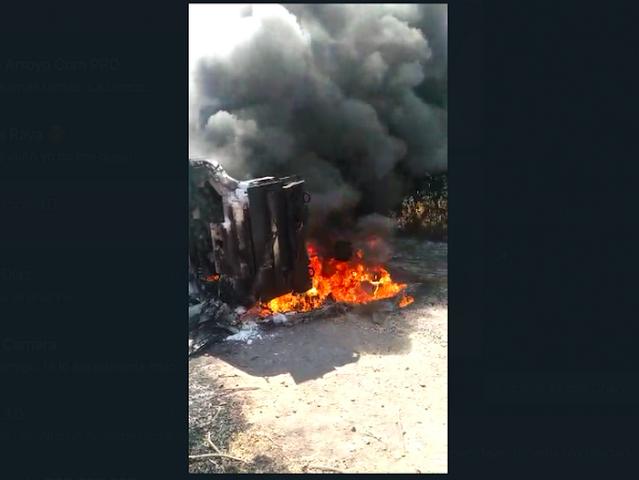 Video: Convoy del CJNG intenta ingresar a Tepalcatepec por El Abuelo jefe de Sicarios disfrazados como Autodefensas y aliados de los Viagras