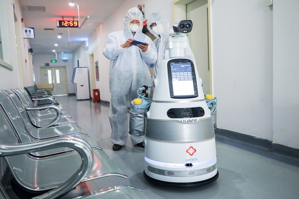 الكشف عن روبوتات جديدة لتحديد الأعراض الأولى لفيروس كورونا في الصين