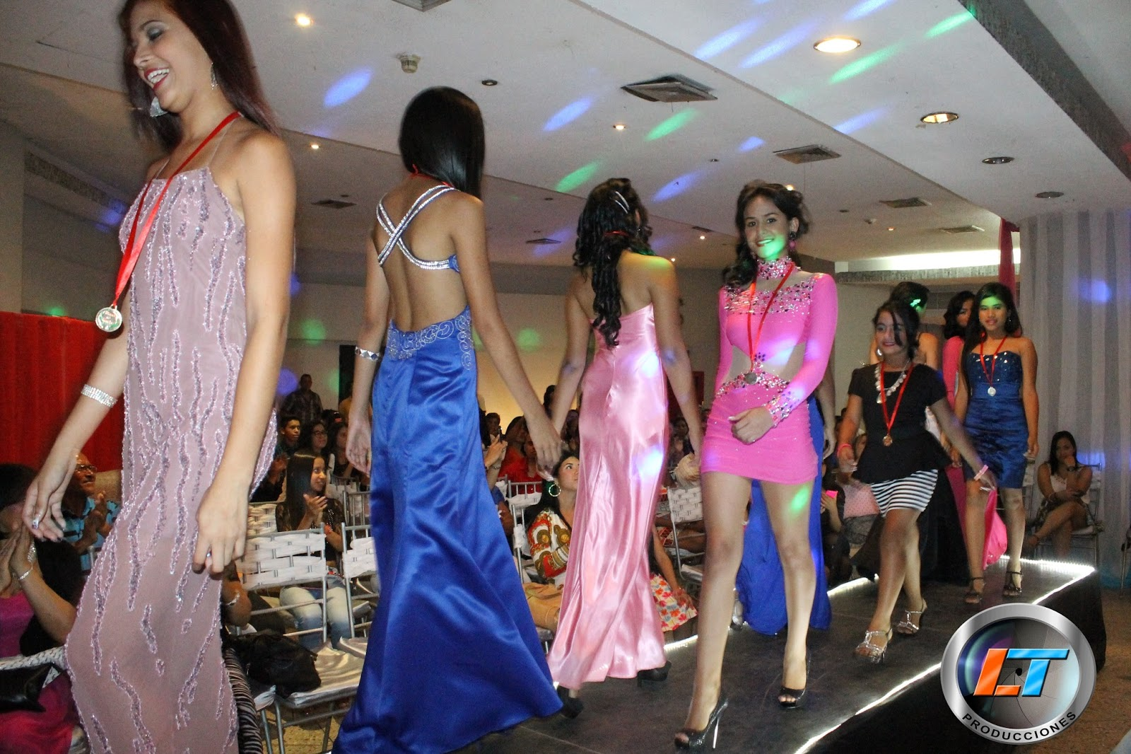 XII Desfile de la Academia Emilio Models Star  3b2a8f6cbb8