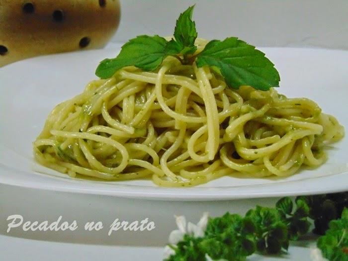 Esparguete com molho verde
