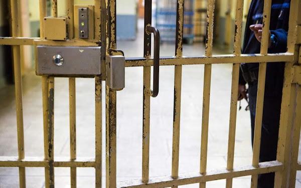 Julien, surveillant pénitentiaire : « L'autorité n'est qu'un leurre, une utopie à laquelle surveillants comme détenus font semblant de croire ! »