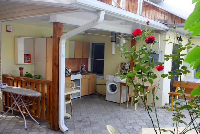 летняя кухня рядом с домом фото