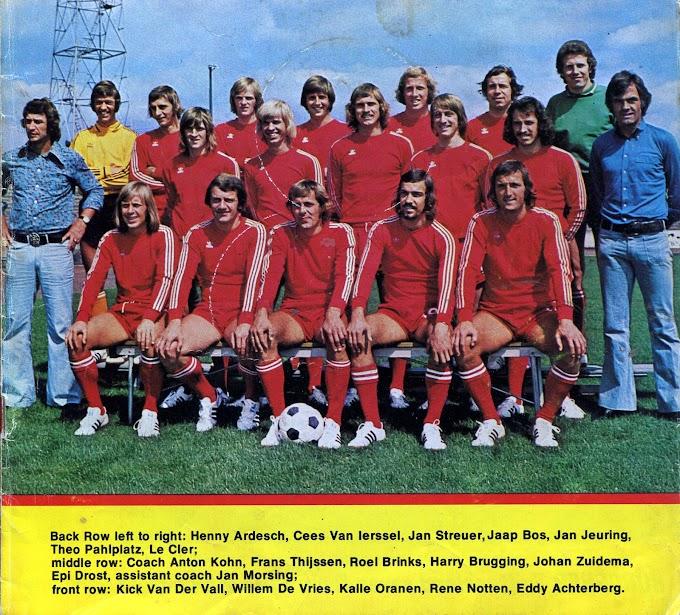 F.C TWENTE 1974-75. By Voetbal Sterren.