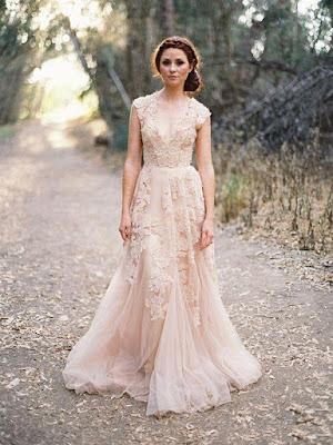 Vintage A-line/Princess V-neck Sleeveless Applique Court Train Tulle Wedding Dress