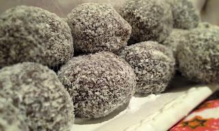 Бисквитени топчета с шоколад