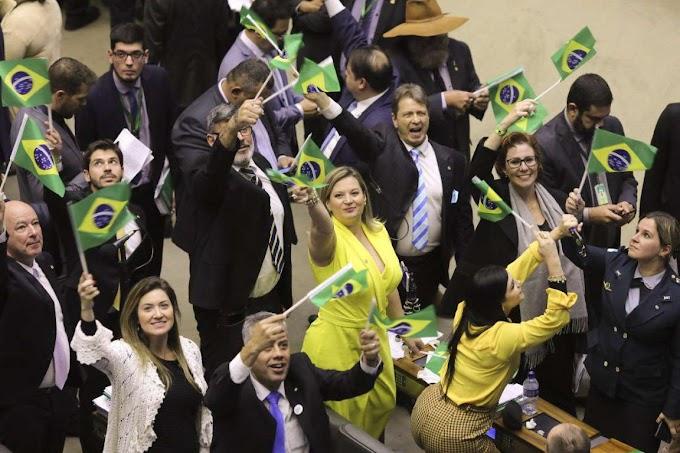 Câmara aprova texto-base da Previdência por 379 votos a 131