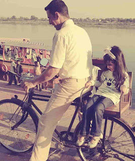 Akshay Kumar With Her Daughter