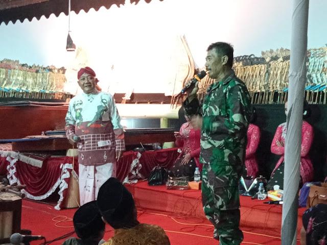 Danramil Wonosari Dampingi Bupati Klaten pada Pagelaran Wayang Kulit