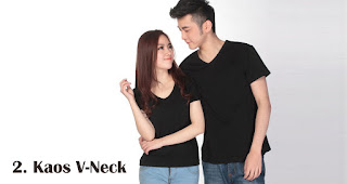 Kaos V-Neck merupakan salah satu kaos kekinian yang bisa kamu jadikan pilihan untuk souvenir