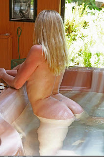 Casual Bottomless Girls - Alecia - At the Cottage