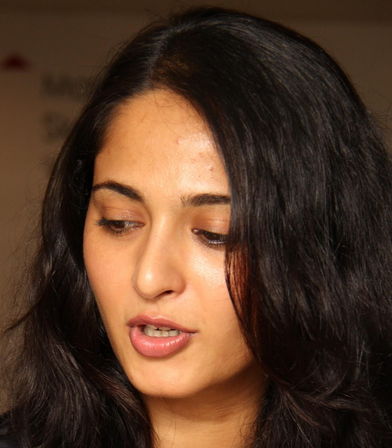 Filmee Club: Anushka Shetty Gorgeous Face Close Up Photos