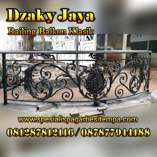 Contoh balkon besi tempa warna hitam di Dzaky Jaya.