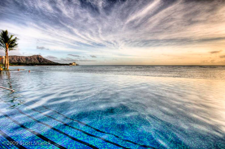 29 Most Amazing Infinity Pools in Pictures - Sheraton Waikiki, Hawaii