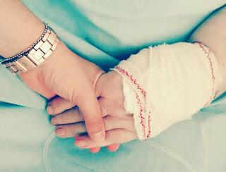 Coger de la mano a la abuela