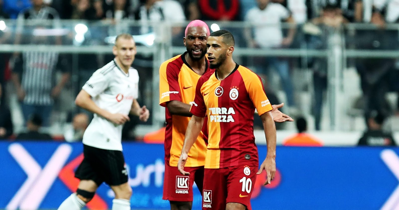 Ryan Babel ve Younes Belhanda