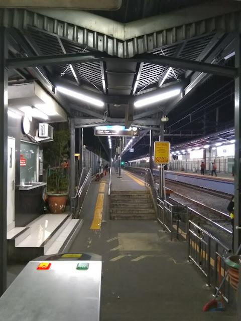 stasiun cawang atas