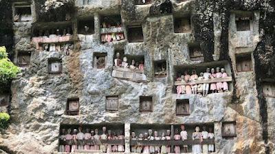 Lemo dan Londa, Destinasi Wisata Pemakaman Khas Toraja