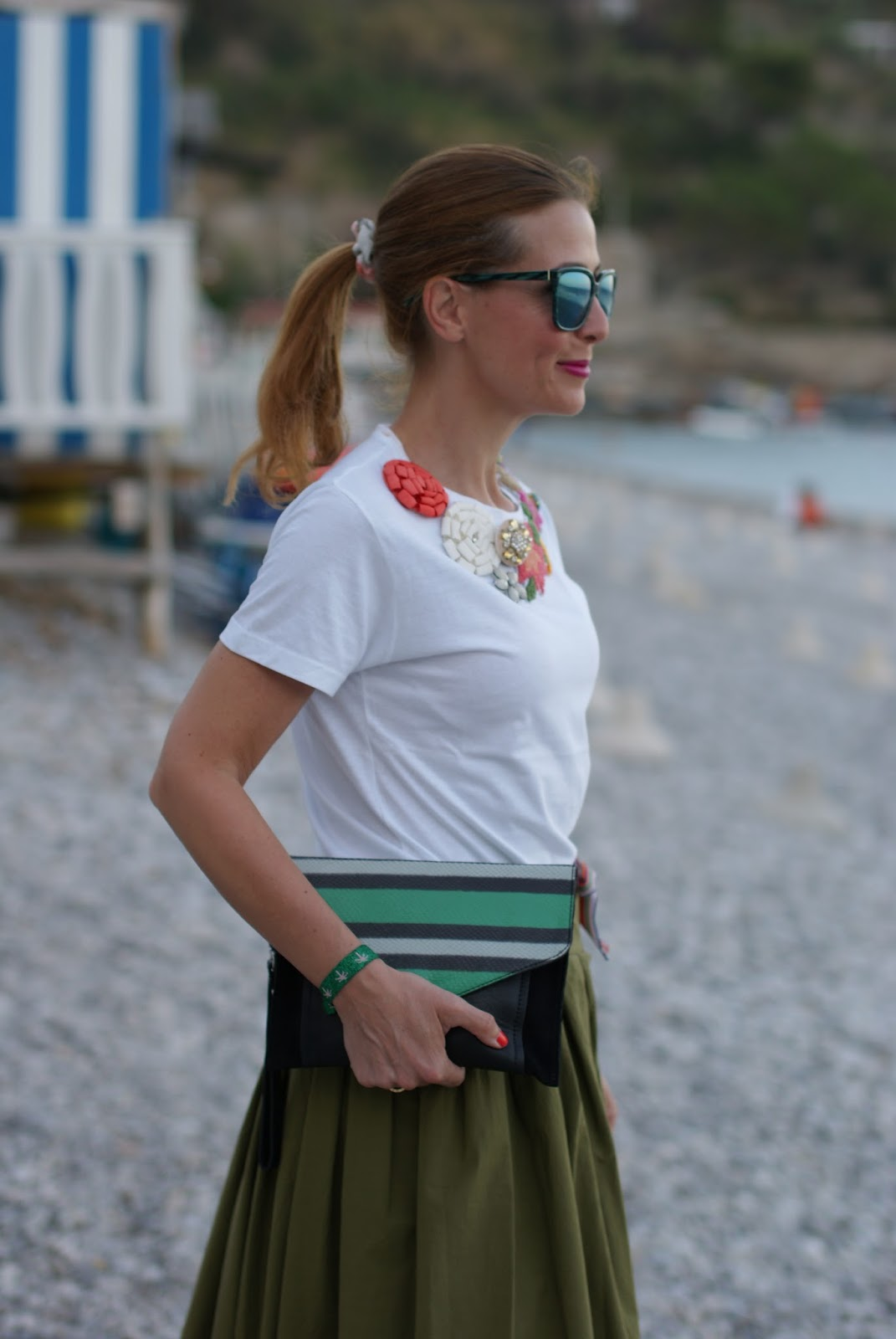 Chic summer look with  jeweled rose a pois tee on Fashion and Cookies fashion blog, fashion blogger style