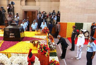 The former President of India laying wreaths at the Amar Jawan Jyoti memorial