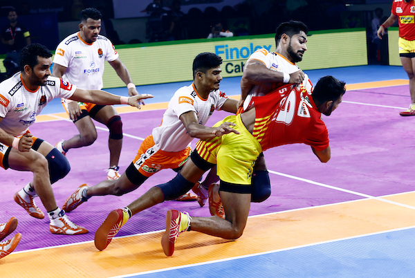 Puneri Paltan showcasing their defensive prowess against Gujarat Fortune Giants