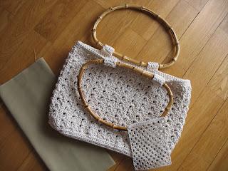 402ae41c2 Agulhas Soltas - Artesanato em Geral: Bolsa ou Carteira em Crochet ...