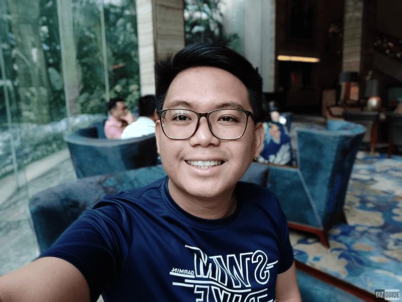 Selfie bokeh well-lit