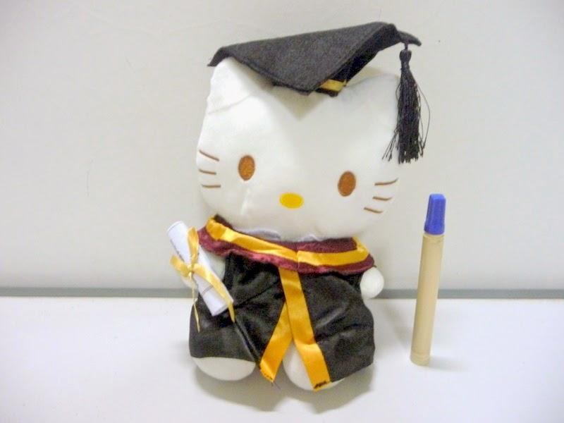 Gratis gambar boneka hello kitty lucu wisuda