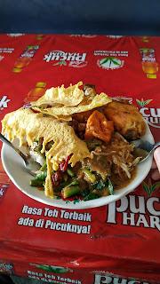 Makan Pecel