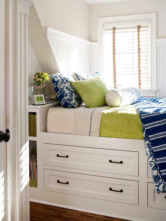 11 organized small living spaces to inspire you - Beds for small spaces ...