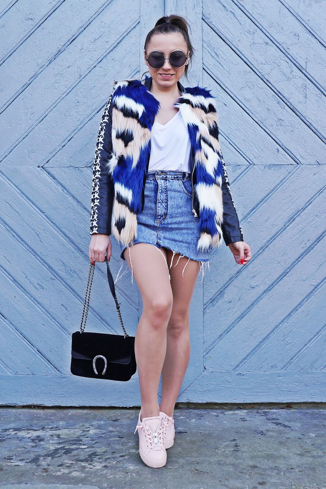 pink sneakers outfit look denim skir fur waist karyn fashion blogger