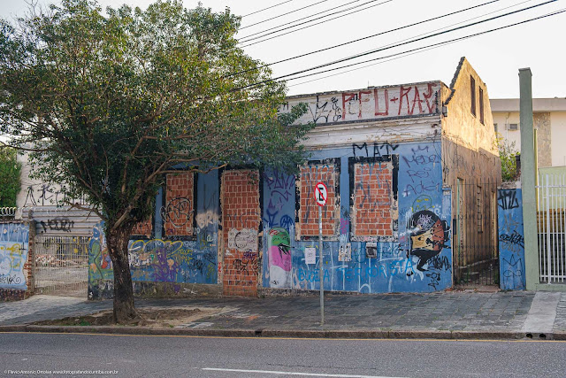 Casa, que é Unidade de Interesse de Preservção, na Rua Trajano Reis