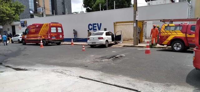 Motorista morre após colidir carro em muro de escola no Centro de Teresina