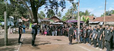 Dengan Khusyu Taruna Karya dari Dusun Karangsalam (BBM) Melaksanakan Upacara Peringatan HUT RI Ke-75