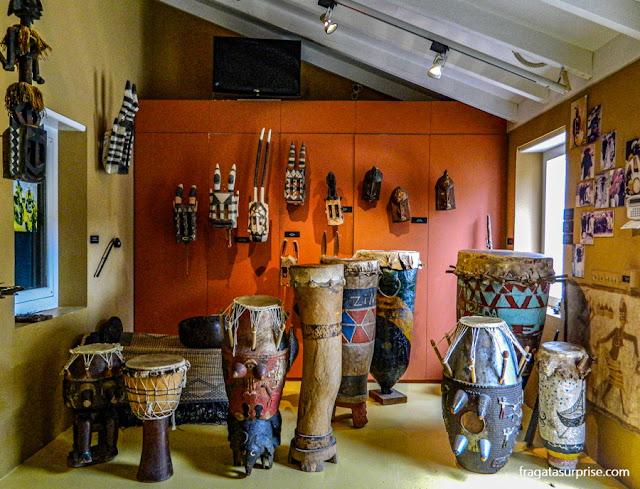 Instrumentos musicais africanos no Museu Kura Hulanda, Curaçao