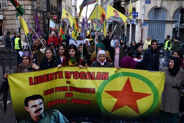 Γαλλία: Χιλιάδες Κούρδοι διαδηλώνουν για την απελευθέρωση του Οτσαλάν