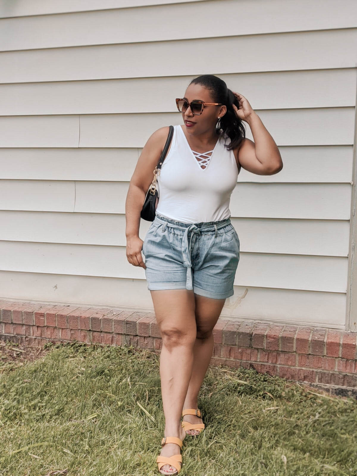 lookbook store, summer outfit ideas, denim shorts, how to style denim shorts, paper waist shorts, casual summer outfit ideas, pattys kloset