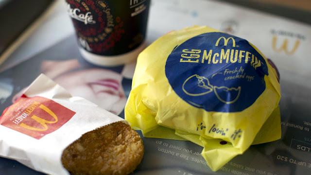 Un cliente halla tres trozos de diente humano en una hamburguesa de McDonalds