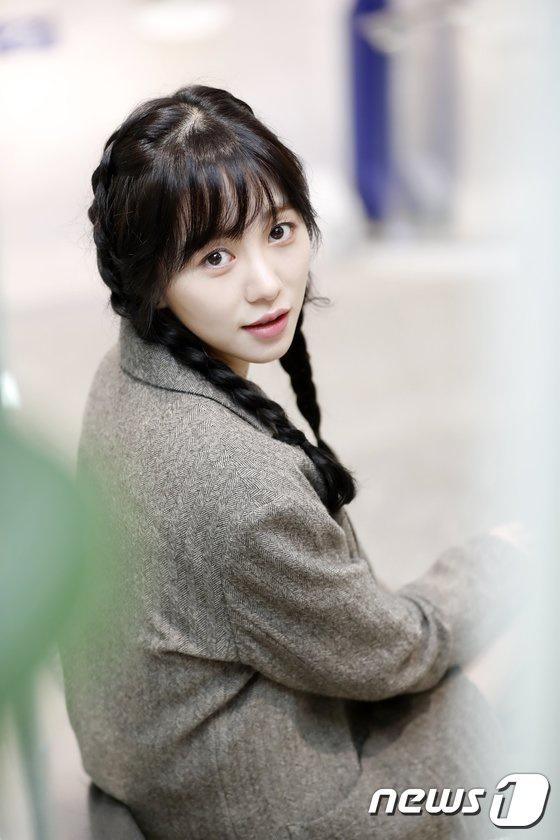 Nữ ca sĩ xinh đẹp Kwon Mina tiếp tục tự sát