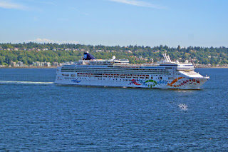 Norwegian Pearl departs Seattle