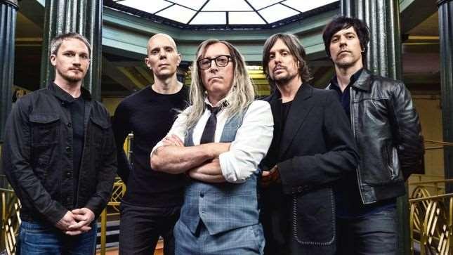 "A PERFECT CIRCLE: Ακούστε τη διασκευή τους στο ""Dog Eat Dog"" των AC/DC"