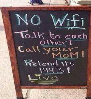 مقهى كندي لا يوجد كتب علي مدخلة واى فاى تحدثوا إلى بعضكم