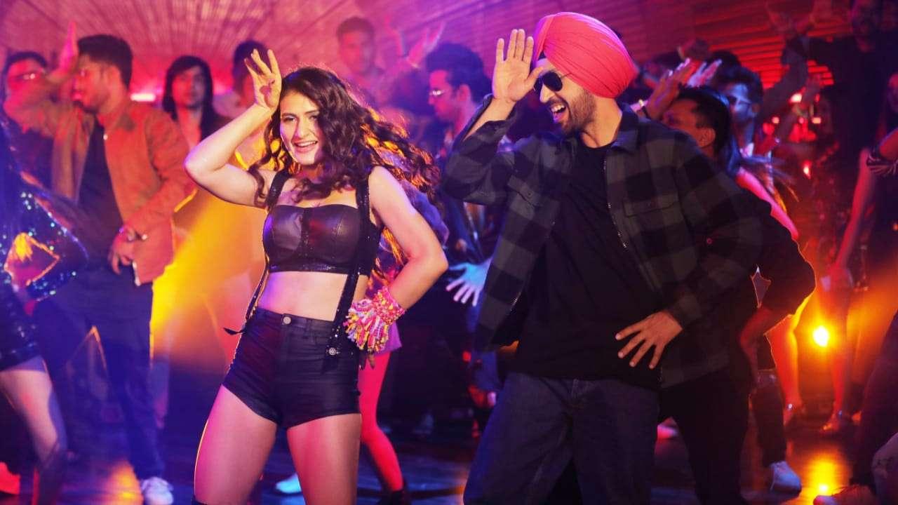 """New Song: Diljit Dosanjh-Fatima Sana Shaikh match steps to """"Suraj Pe Mangal Bhari"""" new song """"Ladki Dramebaaz Hai"""""""