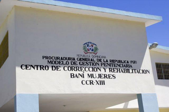 Denuncia maltrato a interna en centro de Rehabilitación Baní Mujeres. Piden al procurador investigar el centro.