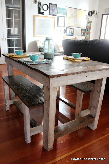 pallets, farmhouse table, country kitchen, reclaimed wood, DIY, stain, paint, http://goo.gl/z9bPYj