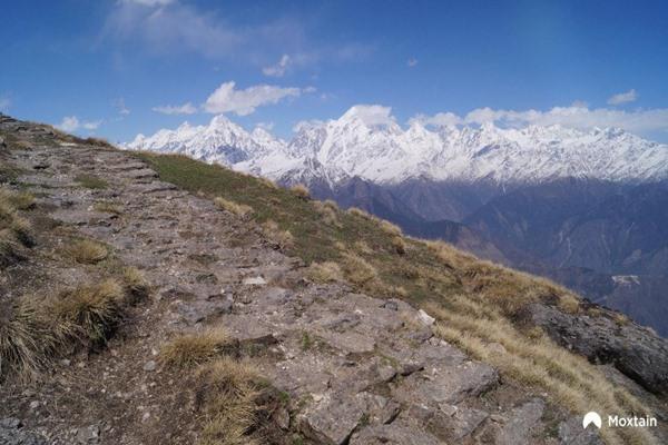 Short trekking getaways in Uttarakhand