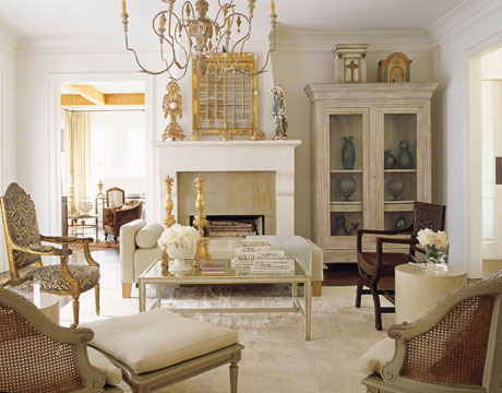 This Room Shows Many Antiques Which Is One Of The Gest Elements Style I Love How They Use So Textures And Gilded Pieces To Dress Up